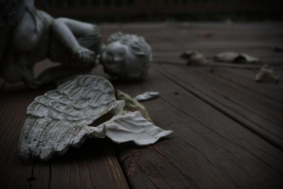 broken_angel_wings_by_madretierra-d31e0bo.jpg